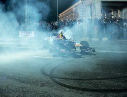 Daniel Ricciardo se exhibe con Red Bull en Sri Lanka