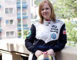 Alice Powell podría pilotar para Caterham en Abu Dabi
