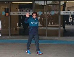 Fernando Alonso sale del Hospital General de Catalunya. No estará en los test