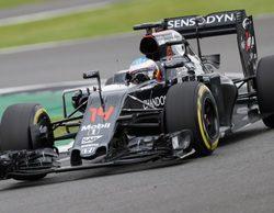 Fernando Alonso lidera una lluviosa primera jornada de test en Silverstone