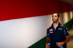 """Daniel Ricciardo: """"Nos gustaría estar un poco más cerca de Mercedes"""""""