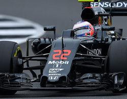 Jenson Button visita el hospital de Mannheim por una irritación en el ojo