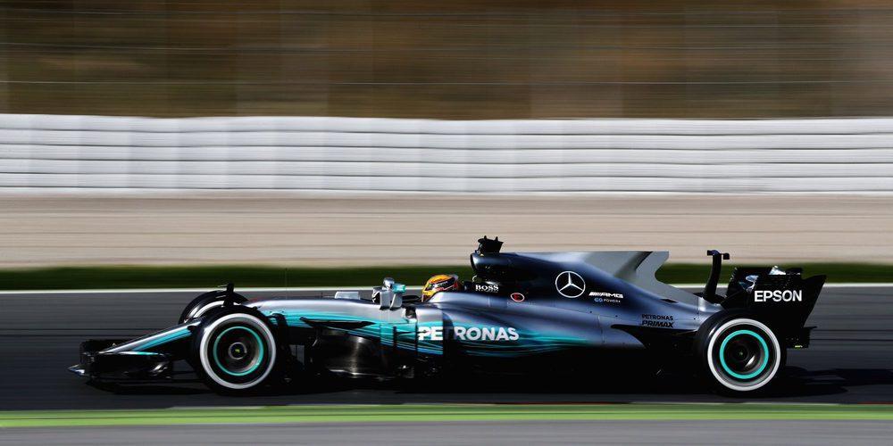 Lewis Hamilton pulveriza los registros en la sesión matutina de la segunda jornada de test