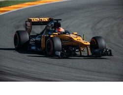 Kubica pilota el Lotus de 2012, y crecen los rumores de su vuelta