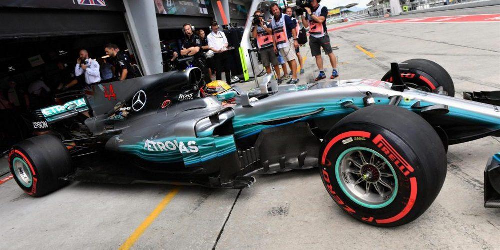 Lewis Hamilton aprovecha los problemas de Vettel para llevarse la pole del GP de Malasia 2017