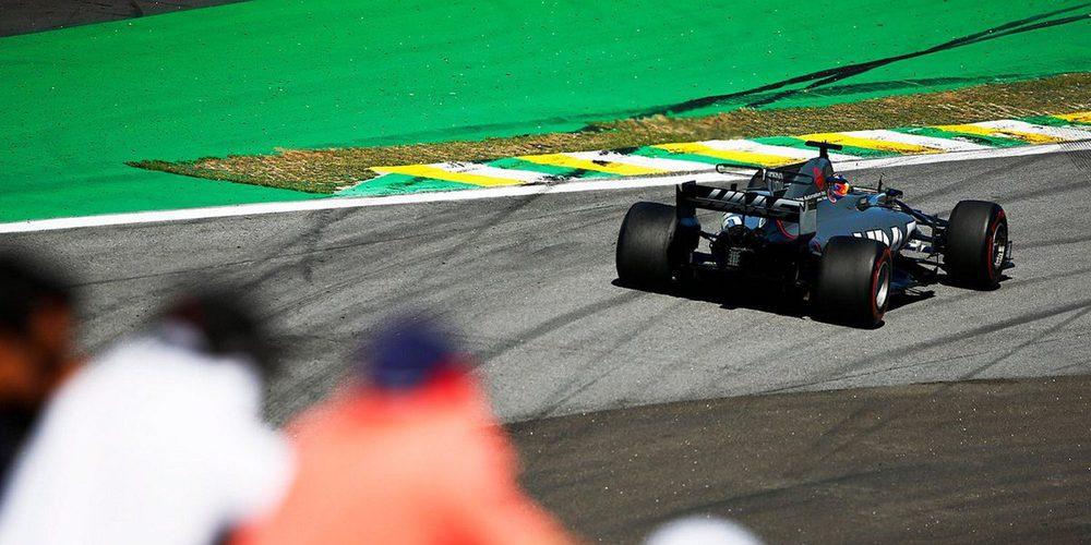 "Romain Grosjean: ""Me han golpeado de forma masiva en la curva 1"""