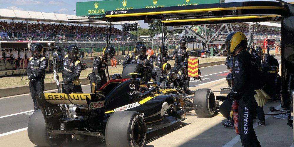 Sainz acaba disgustado por perder 2 posiciones en su primera parada en boxes en Silverstone
