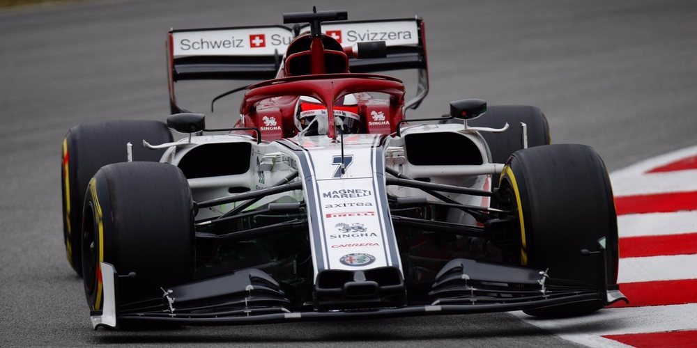 Kimi Räikkönen tira del neumático hiperblando para liderar la tercera mañana de test