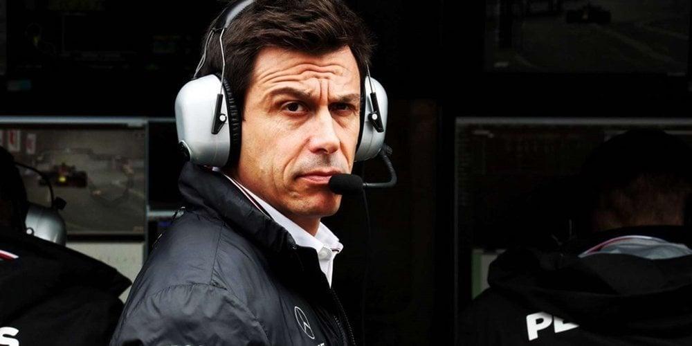 """Toto Wolff desmiente que haya intentado fichar a Verstappen: """"Ni siquiera tengo su número"""""""