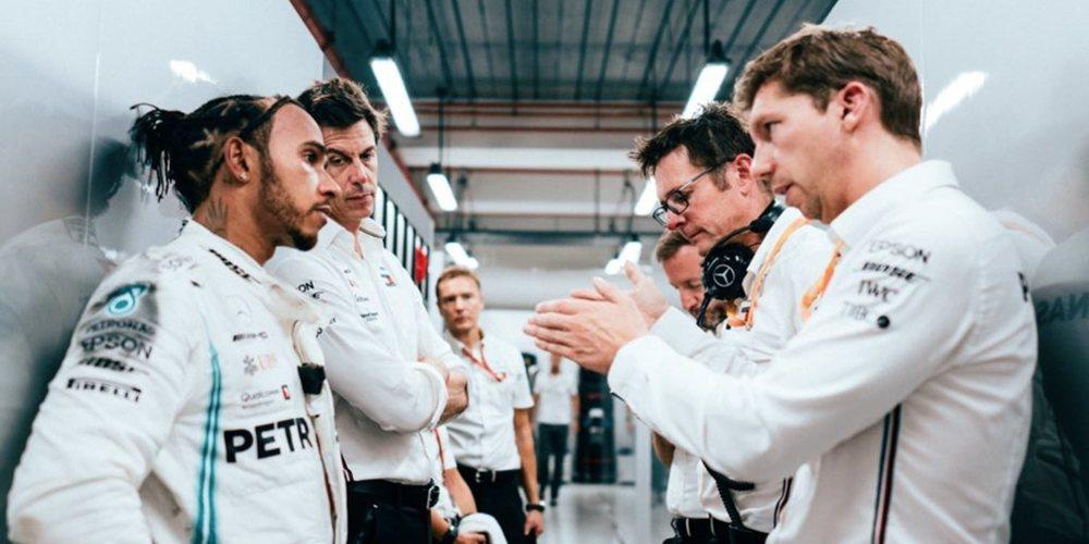 """Lewis Hamilton: """"En este equipo ganamos y perdemos juntos"""""""