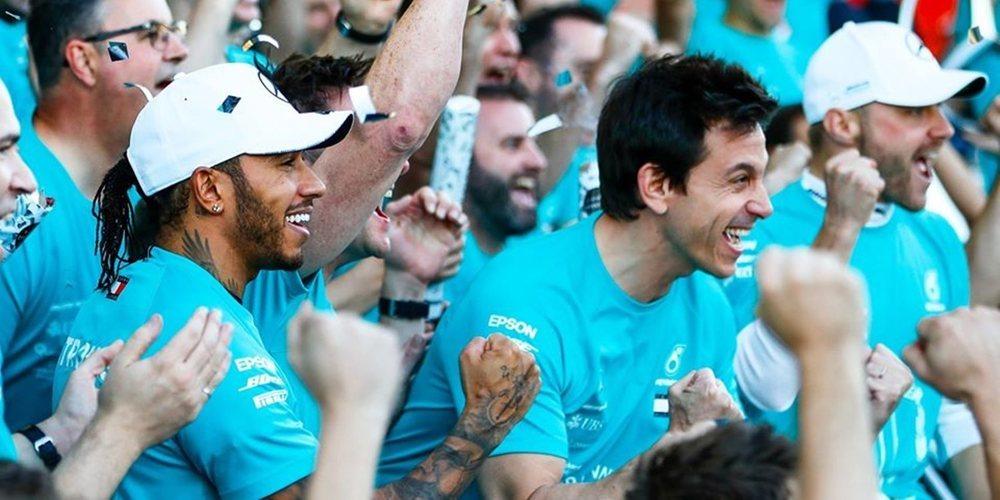 """Hamilton niega sus exigencias de contrato a Mercedes: """"Los periódicos se están inventando cosas"""""""