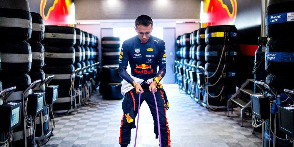 """Alexander Albon, sobre Verstappen: """"Necesito trabajar en mí mismo para estar más cerca de él"""""""