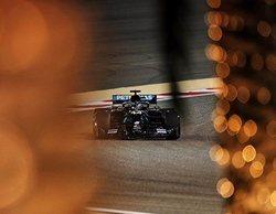 Lewis Hamilton finaliza en los más alto de la tabla en los Libres 2 bajo la noche bareiní