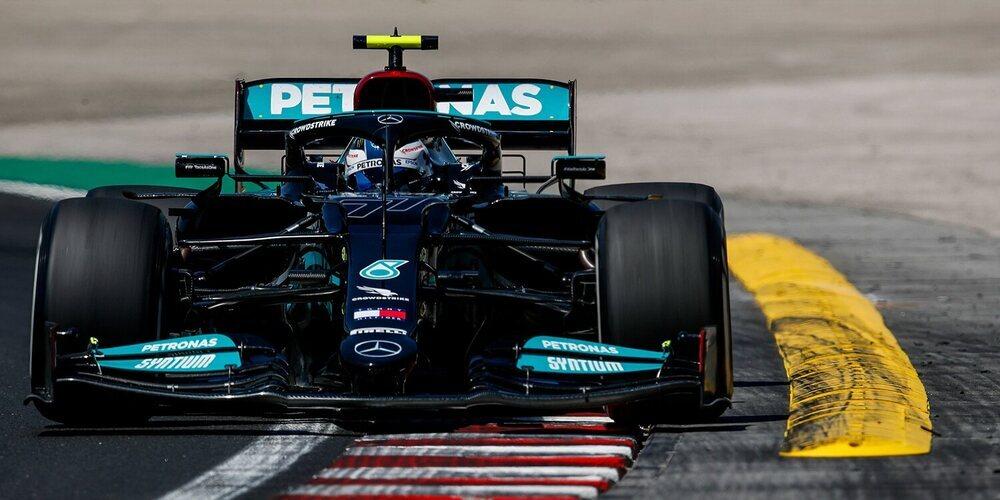 Los Mercedes enseñan una pequeña parte de su poder tras liderar los Libres 2 de Hungría