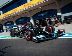 Hamilton le gana la partida a Verstappen en la primera sesión de Libres en Turquía