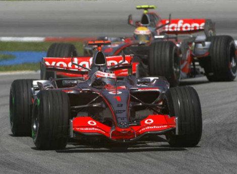 Massa, pole en Sepang, Alonso, segundo