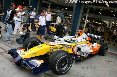 Renault sigue sin pena ni gloria y suma un punto