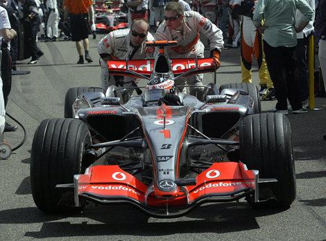 Una pieza mal montada, culpable del mal rendimiento según Fernando Alonso