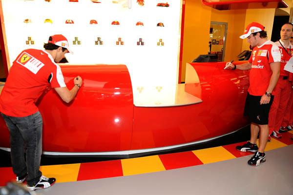 Fernando y Felipe visitan Ferrari World 002_small