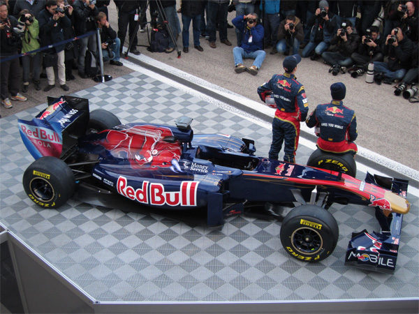 Toro Rosso presenta su nuevo monoplaza de 2011, el STR6