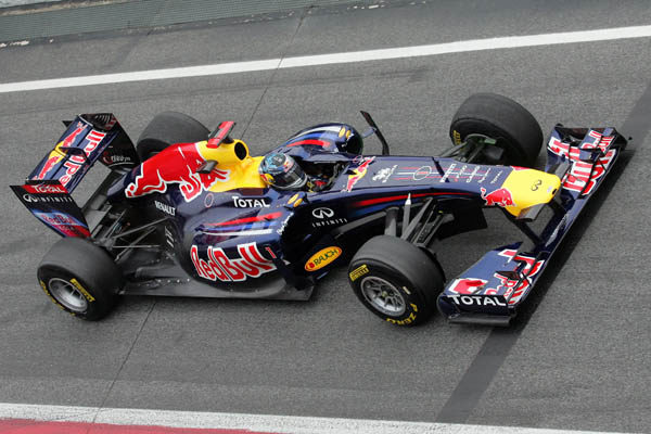 Vettel llama 'Kinky Kylie' a su nuevo monoplaza