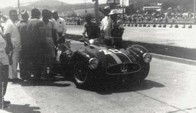 Un tenorio al volante de un Ferrari