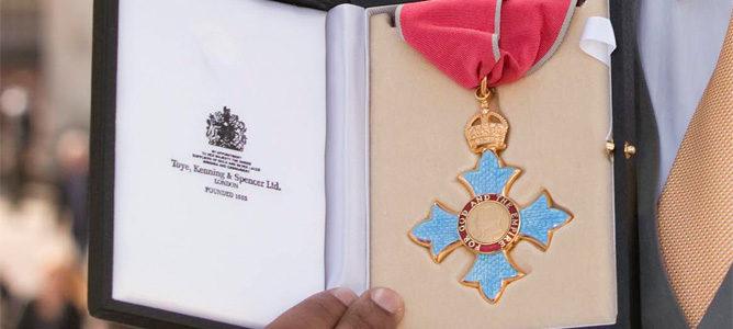 Fernandes se convierte en Comendador de la Orden del Imperio Británico