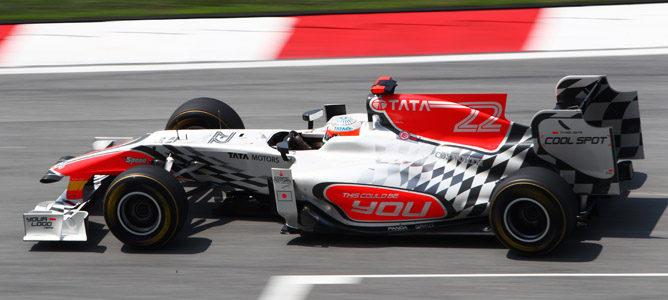 Hamilton marca el mejor crono en los libres 3 de Sepang