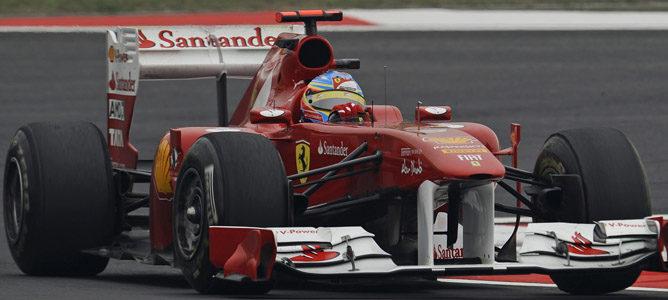 Vettel se mantiene al frente de los tiempos en la segunda sesión de China 002_small