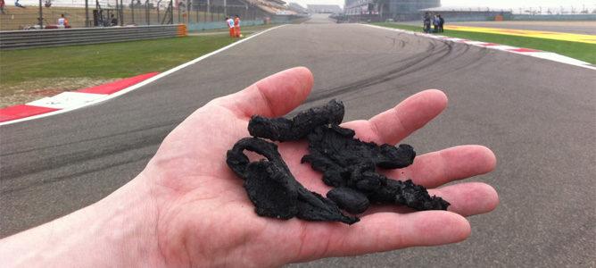 Los Pirelli dejan media tonelada de goma en pista en cada carrera