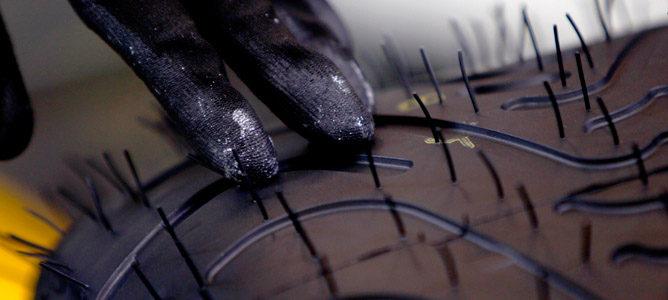Pirelli pinta una línea en el lateral de los neumáticos 001_small