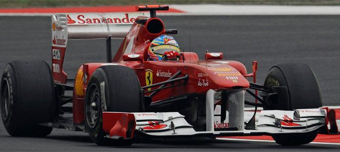 Alonso logra, bajo la lluvia, el mejor tiempo de los primeros libres de Turquía