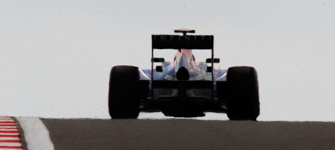 La FIA limita los escapes sopladores para reducir la ventaja aerodinámica