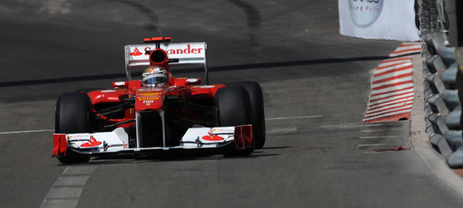 Alonso sigue al frente en una sesión de libres accidentada 001_small