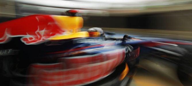 """Vettel """"abofetea"""" a la FIA y marca el mejor tiempo en los últimos libres de Silverstone"""