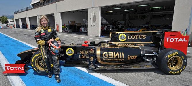 María de Villota se sube por primera vez a un Fórmula 1