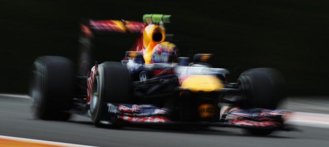 Mark Webber primero y Fernando Alonso último en los terceros y mojados libres de Spa