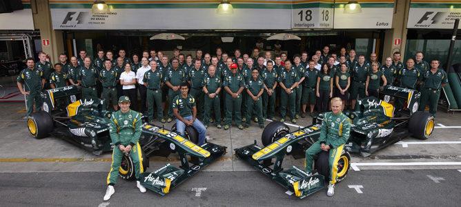 Foto de equipo de Team Lotus en Interlagos
