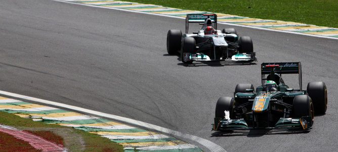 Kovalainen y Schumacher en Brasil 2011