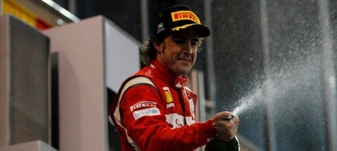 Alonso en el podio de Abu Dabi