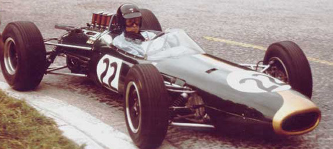 Dan Gurney al volante de un Brabham en el GP de Francia 1964