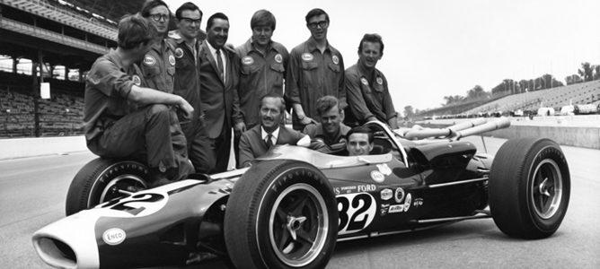 El equipo Lotus posa tras la victoria
