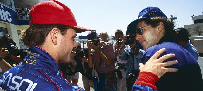 Rubens Barrichello saluda a Ayrton Senna