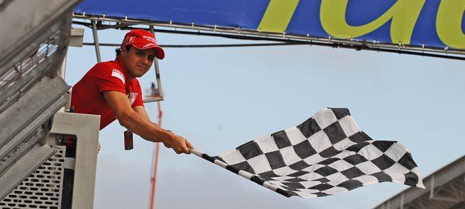 La bandera a cuadros indica el final de la carrera