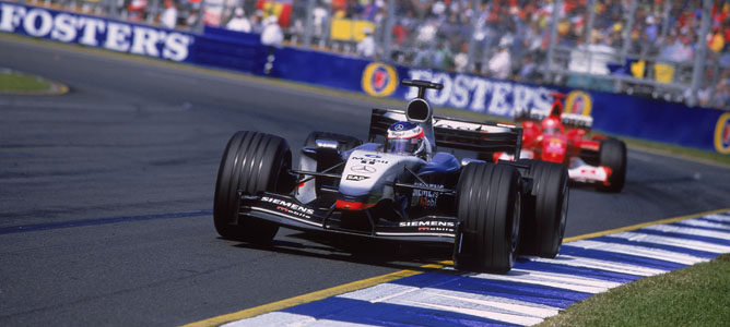 Raikkonen rueda por delante de Schumacher