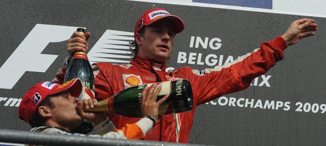 Kimi en el podio de Spa