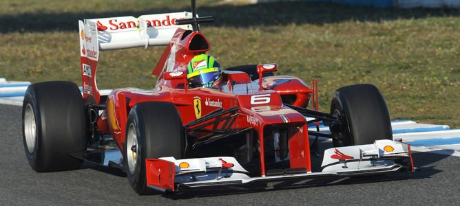 Kimi Räikkönen y Lotus lideran el primer día de test en Jerez