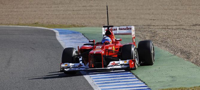 Fernando Alonso con el Ferrari F2012 en Jerez