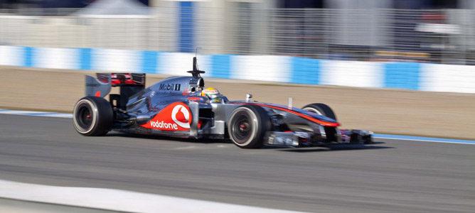 Lewis Hamilton con el McLaren MP4-27 en Jerez