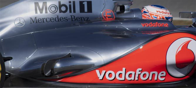 El MP4-27 en Jerez y sus salidas de escape